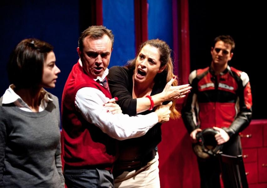 IL TOPO NEL CORTILE - Elena Russo, Emanuele Salce, Laura Glavan, Andrea Standardi (foto di scena edizione 2012)